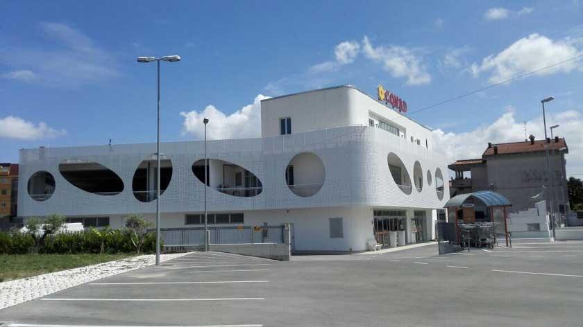 Il nuovo supermercato GM Raspa, inaugurato nel 2014, alle spalle della storica struttura di Via degli Oleandri